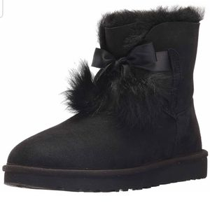 Ugg Gita  pom pom black boots s/n 1018517. Size 8